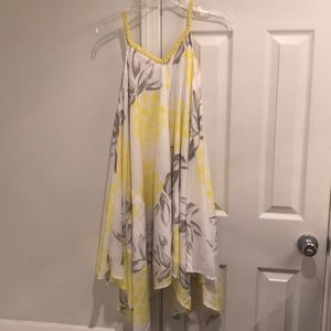 Adorable yellow and white flowy dress, size XS
